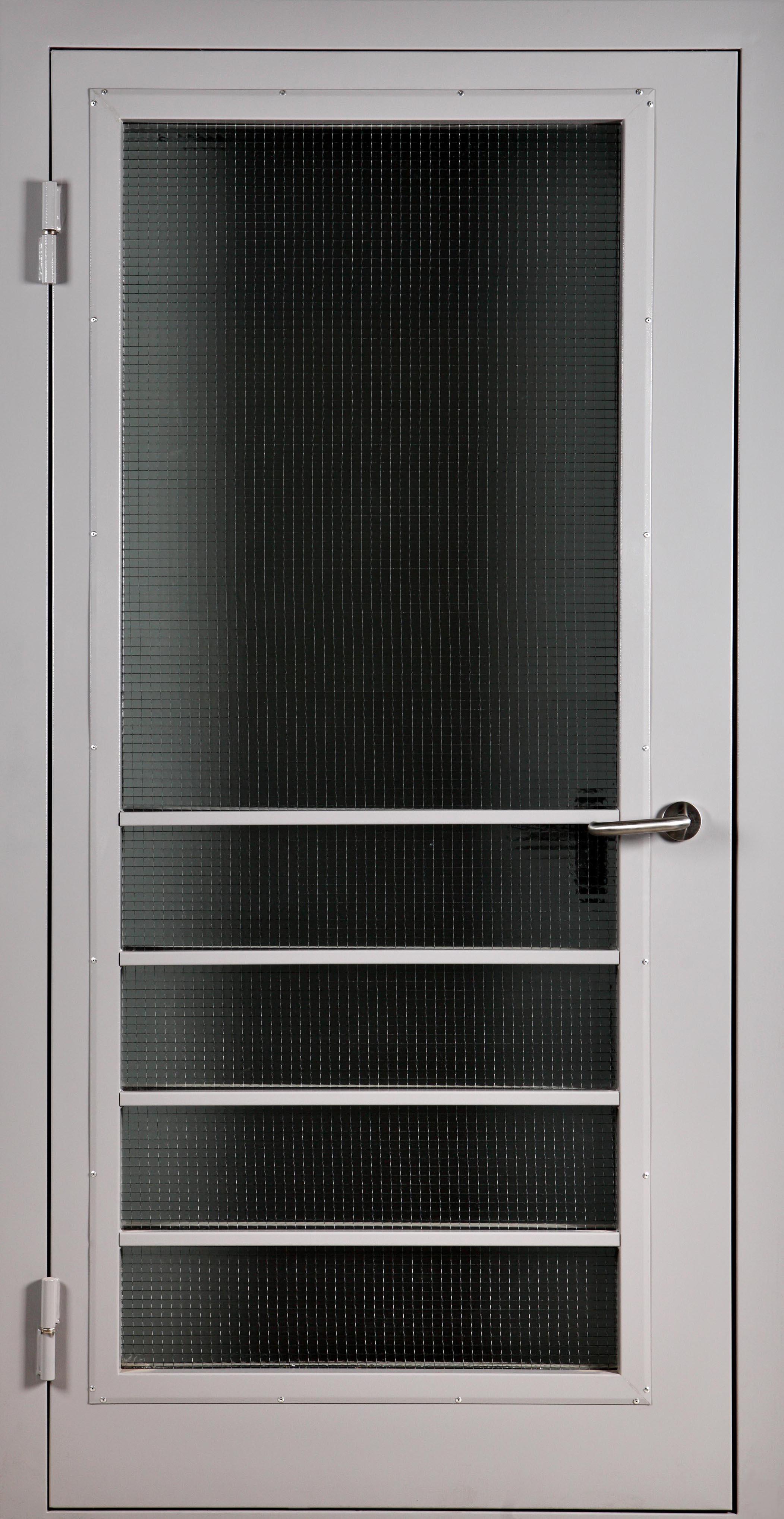 Техническая дверь переходного балкона с защитной решеткой дм.